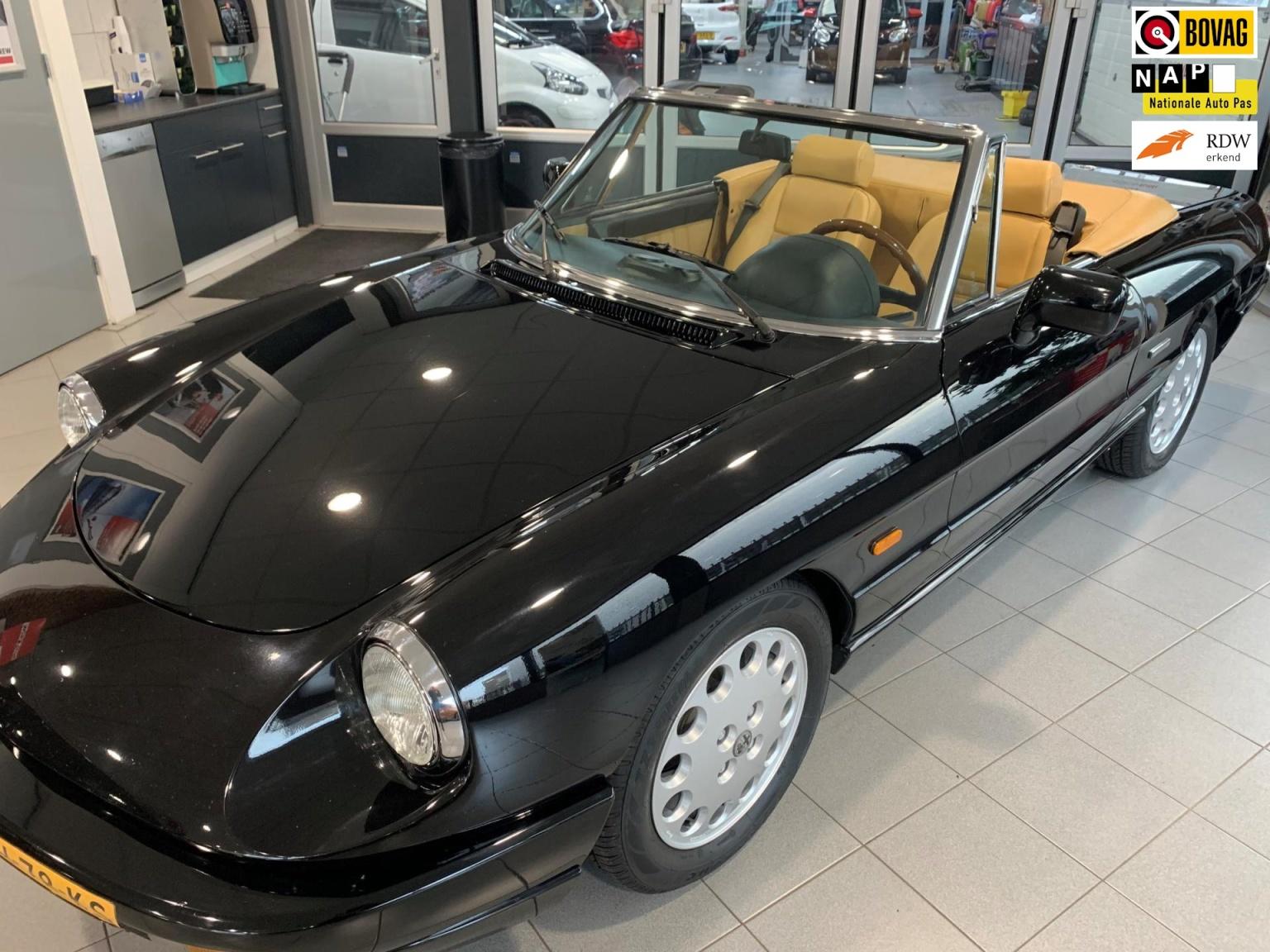 Alfa Romeo-Spider-0